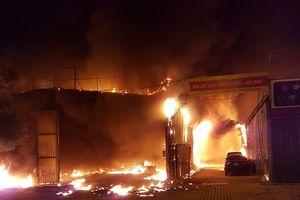 Hà Nội: Điều tra nguyên nhân cháy dữ dội xưởng nội thất ô tô ở Nam Trung Yên
