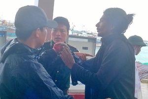 Quảng Ngãi: Điều trị kịp thời thuyền viên Ấn Độ bị nạn trên biển