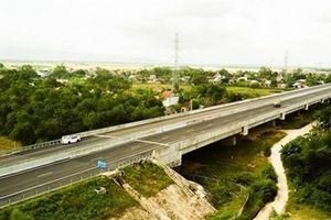 Xuất hiện lún ở cầu, cống đường 34.500 tỷ đồng