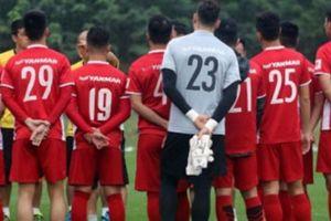 AFF Cup: ĐT Việt Nam khổ sở, ái ngại vì... livestream
