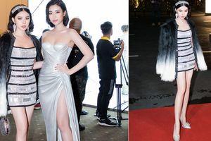 2 nàng Hoa hậu đọ sắc: Đỗ Mỹ Linh bất ngờ sexy, Jolie Nguyễn chân thon nõn nà