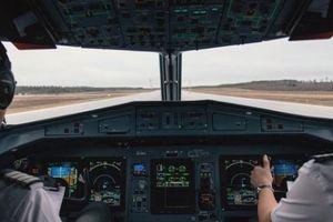 Chuyện xảy ra khi phi công ngủ quên trên máy bay