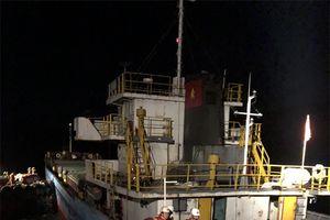 Cứu hộ thành công 8 thuyền viên bị nạn