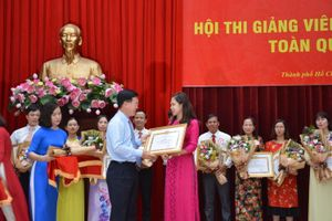 Trịnh Thị Thùy Vân đoạt giải Nhất Hội thi giảng viên lý luận chính trị giỏi toàn quốc năm 2018
