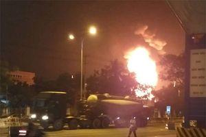 Cháy bãi chứa xe bồn tại Nha Trang