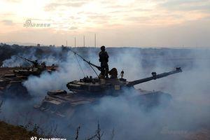 Choáng với màn thực binh đánh chiếm cao điểm của Lục quân TQ