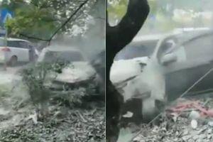 Trung Quốc: Ô tô đâm thẳng vào bến xe buýt, 7 người thiệt mạng