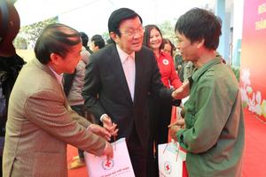 Nguyên Chủ tịch nước Trương Tấn Sang thăm và tặng quà tại Cao Bằng