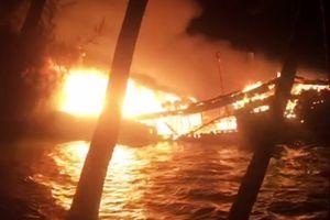 Tàu cá bị thiêu rụi trong đêm, ước thiệt hại gần 10 tỉ đồng