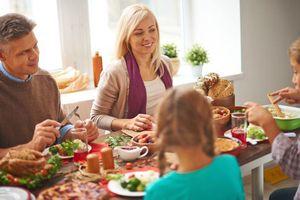 Vui vẻ khi ăn uống giúp hấp thụ chất dinh dưỡng tốt hơn