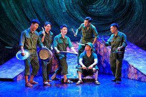 Đêm diễn 'Bão tố Trường Sơn' khích lệ NSND Anh Tú đang bệnh nặng