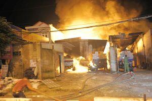 Hiện trường khủng khiếp vụ cháy bãi xe bồn chở xăng dầu ở Nha Trang