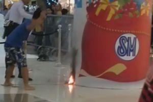 Thanh niên nhanh trí dập lửa chỉ bằng đôi tông lào