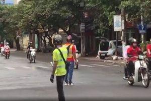 Xác minh nhóm thanh niên chặn đường để hàng chục mô tô diễu hành trên đường