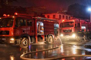 Hàng loạt xế hộp trơ khung sau vụ hỏa hoạn tại gara ôtô