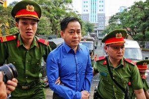 Phan Văn Anh Vũ khai có hai quốc tịch