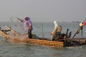 Rơi xuống biển khi đánh cá: Chồng mất tích, vợ tử vong