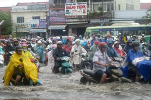 Dân Sài Gòn khốn khổ trong biển nước, các dự án chống ngập ở đâu?