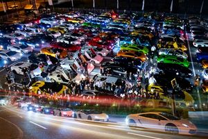 Giới nhà giàu Nhật Bản dùng hàng trăm siêu xe Lamborghini thắp sáng cả thành phố Yokohama