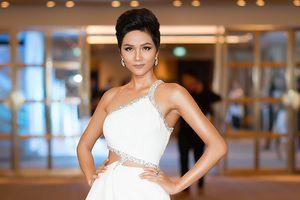 NTK đầm dạ hội cho H'Hen Niê tại Miss Universe tiết lộ khuyết điểm trên cơ thể hoa hậu