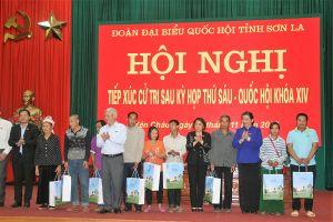 Phó Chủ tịch Thường trực Quốc hội Tòng Thị Phóng tiếp xúc cử tri tại Yên Châu, Sơn La