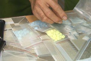 Bắt quả tang thanh niên tàng trữ 99 viên ma túy