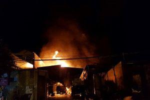 Nha Trang: Bãi xe bồn chở xăng bị cháy, người dân gấp rút di tản