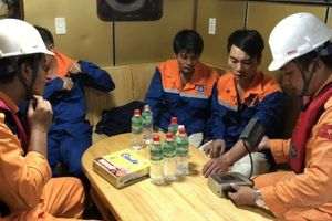 Cứu nạn thành công 8 thuyền viên trên tàu Hải Minh 36 va phải đá ngầm