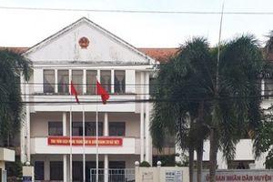 Sóc Trăng: Kỷ luật chủ tịch UBND huyện không có bằng đại học