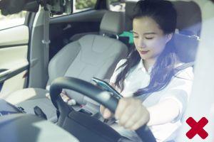 Tai nạn có thể rất tàn khốc chỉ vì sử dụng điện thoại khi đang lái xe