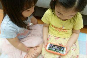 Cách hay để trẻ dùng thiết bị điện tử nhưng không 'ghiền'