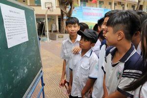 Học sinh 2 trường tại TP HCM vẫn nghỉ học vì mưa bão