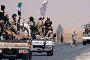 IS đột kích, sát hại đẫm máu gần 100 phiến quân thân Mỹ