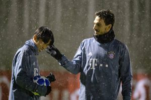 Đội mưa luyện tập, dàn sao Bayern quyết tâm xây chắc ngôi đầu bảng E