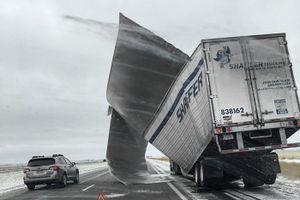 Bão tuyết đổ bộ Trung Tây Mỹ, hàng ngàn chuyến bay bị hủy