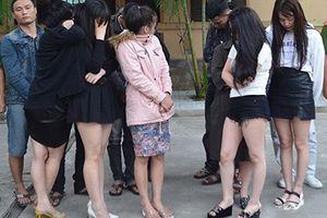 Phát hiện gần 20 thanh niên nam nữ mở tiệc 'chơi' ma túy trong khách sạn