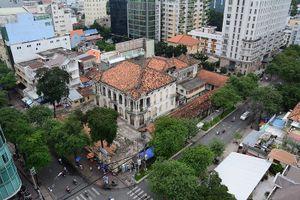 Cận cảnh biệt thự ba mặt tiền tại Sài Gòn sắp được trùng tu