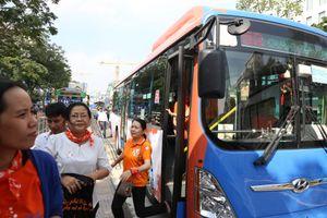 Gắn loa, camera trên xe buýt Sài Gòn để chống quấy rối tình dục