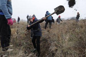 Người Ukraine đào hào 'lên dây cót' kịch bản xung đột với Nga