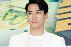 Vẻ điển trai ngời ngời của tài tử Song Seung Hun ở tuổi 42