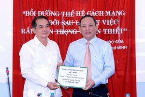 NXB Giáo dục Việt Nam hỗ trợ đào tạo nhân lực và thiết bị cho nước bạn Lào