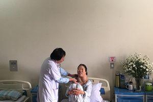 Bị suy giáp bẩm sinh, người phụ nữ mang khối u khổng lồ