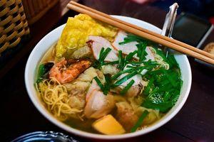 Mỳ vằn thắn là món ngon nhất định phải tìm tới ăn trong những ngày Hà Nội lành lạnh thế này