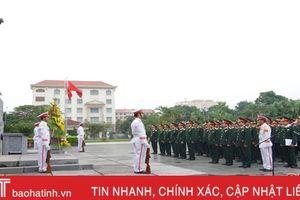 Lực lượng vũ trang Hà Tĩnh dâng hương báo công Chủ tịch Hồ Chí Minh