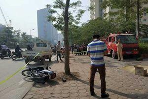 Hà Nội: Xe cứu hỏa đâm và kéo lê xe máy, một người tử vong