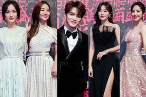 Thảm đỏ nóng nhất Cbiz: Jaejoong gây sốt vì xuất hiện bất ngờ, 'Thư ký Kim' sắc vóc nóng bỏng bên Dương Mịch