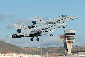 F/A-18 Tây Ban Nha hộ tống máy bay của ông Tập Cận Bình