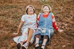 Ai cũng mơ ước có bộ ảnh du lịch Đà Lạt như đôi bạn thân U80 này