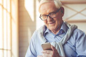 Mua smartphone nào cho người lớn tuổi?