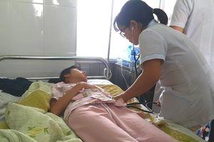 73 người nhập viện sau khi ăn bánh mì